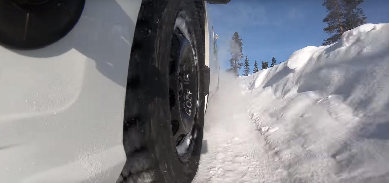 Која е реалната разлика помеѓу поскапите и поевтините зимски гуми? / ВИДЕО