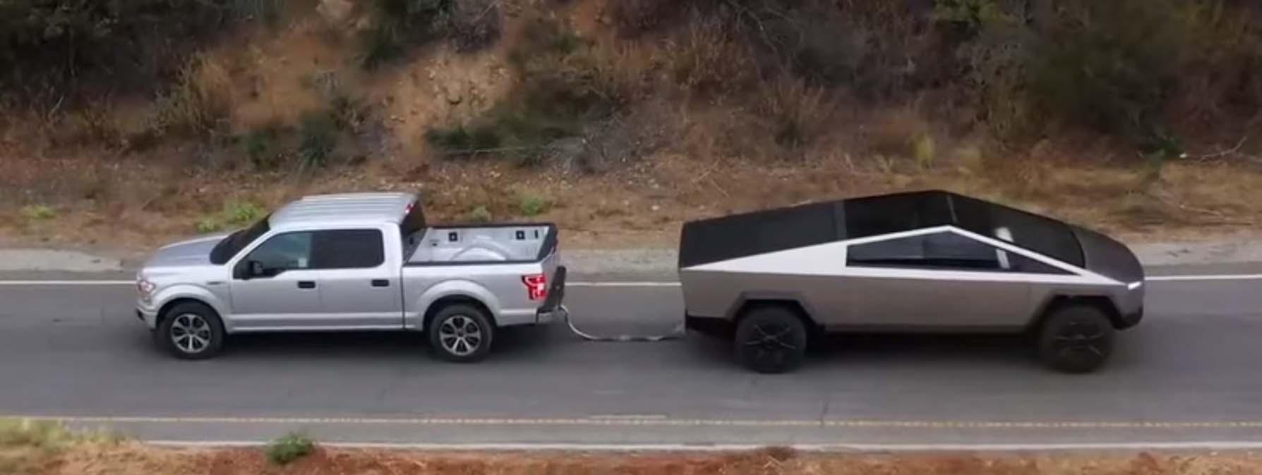 """Кој е посилен во """"влечење јаже"""" – Tesla Cybertruck vs Ford F-150 / ВИДЕО"""