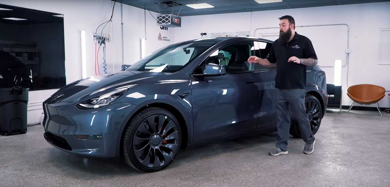 Првите примероци на новиот Tesla Model Y покажуваат недостатоци во завршната изработка / ВИДЕО
