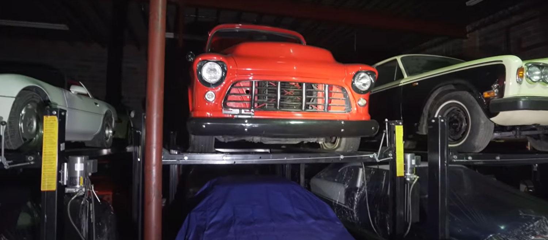 Откриена неверојатна колекција од над 300 автомобили / ВИДЕО
