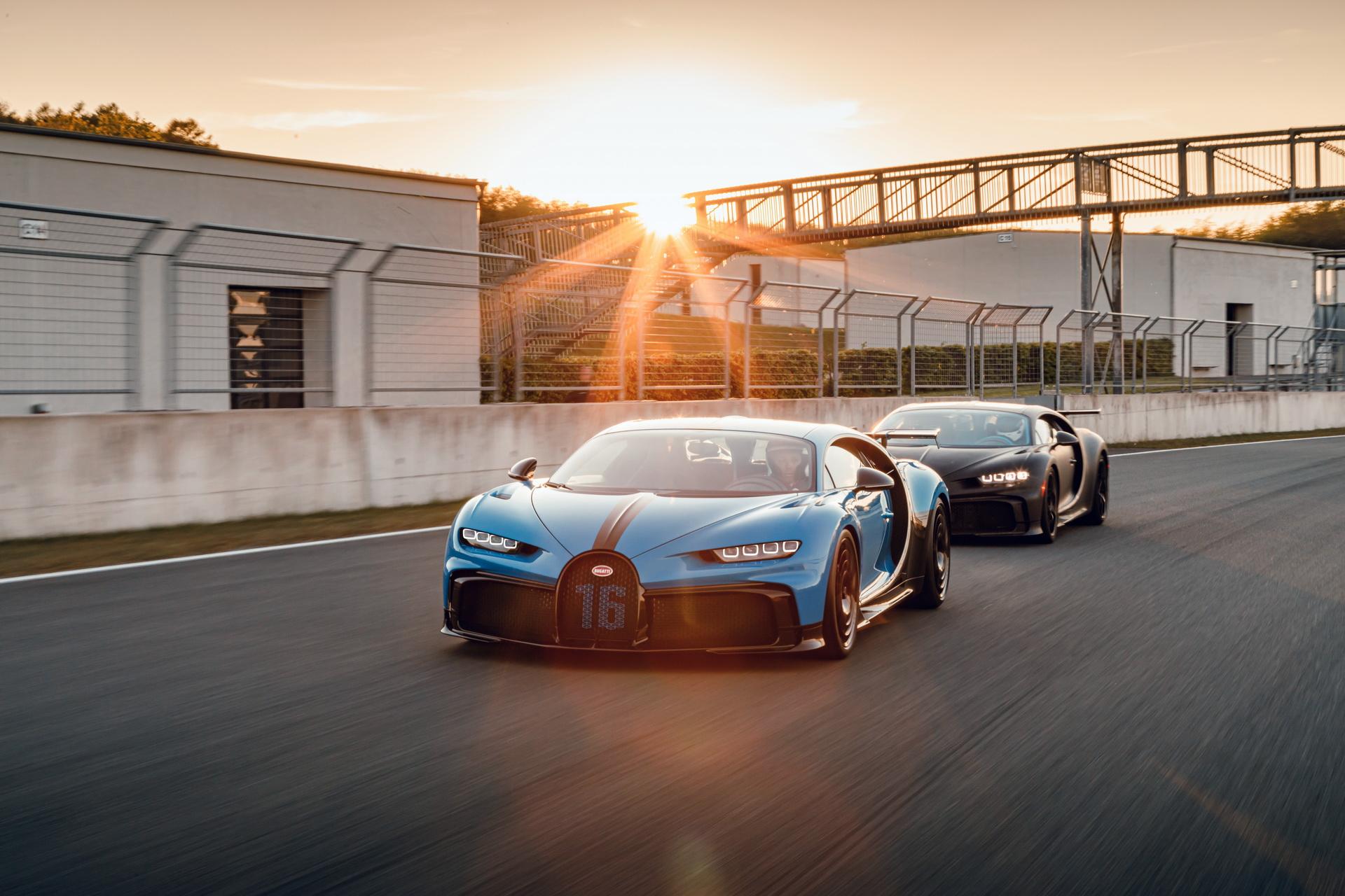 """Bugatti Chiron Pur Sport ja """"пушти ергелата од 1.500 коњи"""" на патека / ВИДЕО"""