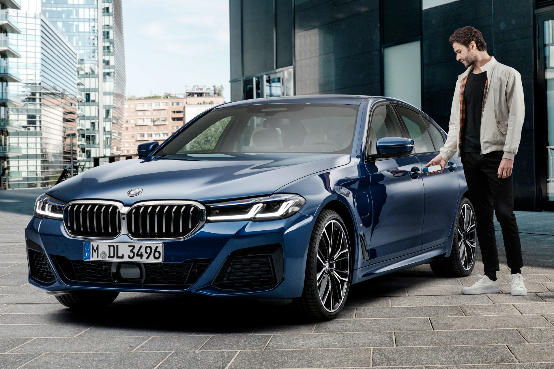 Со IPhone ќе се отклучуваат и стартуваат автомобилите на BMW