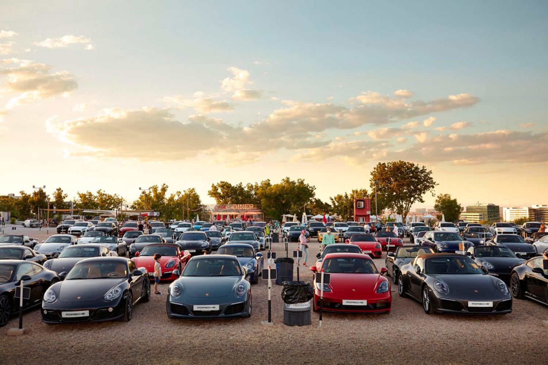 Шпанските Porsche фанови најдоа начин како да се соберат во време на корона / ФОТО+ВИДЕО