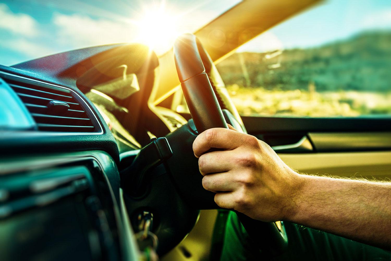 Да се спуштат прозорците или да се вклучи климата, што е подобро за потрошувачката на гориво?!