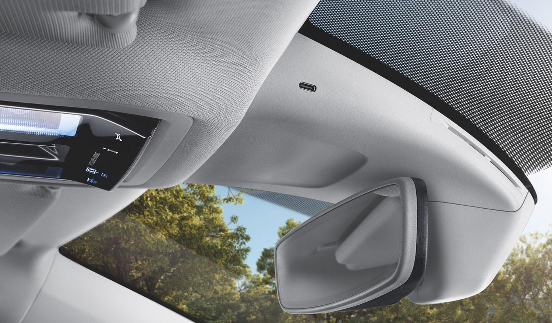 Škoda ги препознава трендовите: oд следната година ќе го олесни користењето на камери за снимање при возење!
