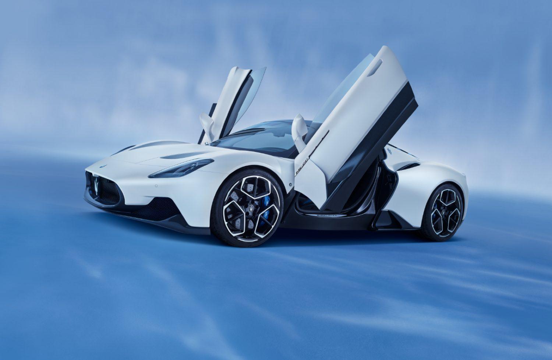 "Maserati MC20: нов италијански ""ѕвер"" / ФОТО+ВИДЕО"