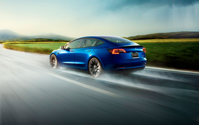 Tesla Model 3 пред Audi A4, BMW Серија 3 и Mercedes C-класа во Германија