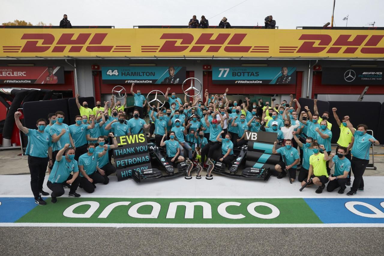 Formula 1: Хамилтон ја покори и Имола, за Mercedes уште една конструкторска титула!