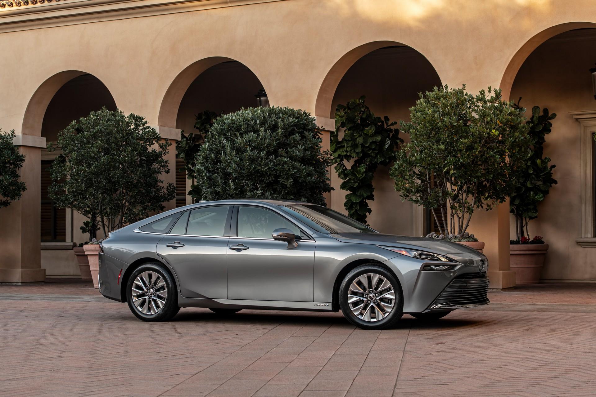 Колку чини новата Toyota за водородот?
