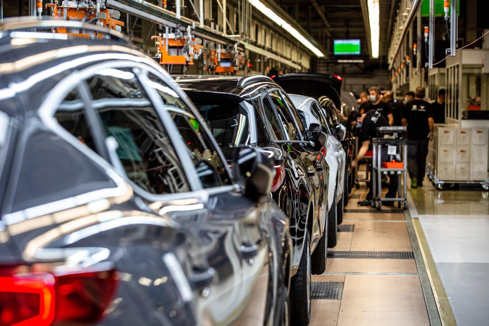 Недостаток на чипови предизвикува намалено производство на автомобили