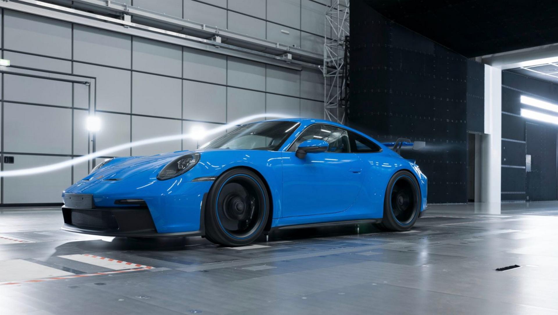 Како е тестирано новото Porsche 911 GT3? 5000 km со постојана брзина од 300 km/h / ВИДЕО