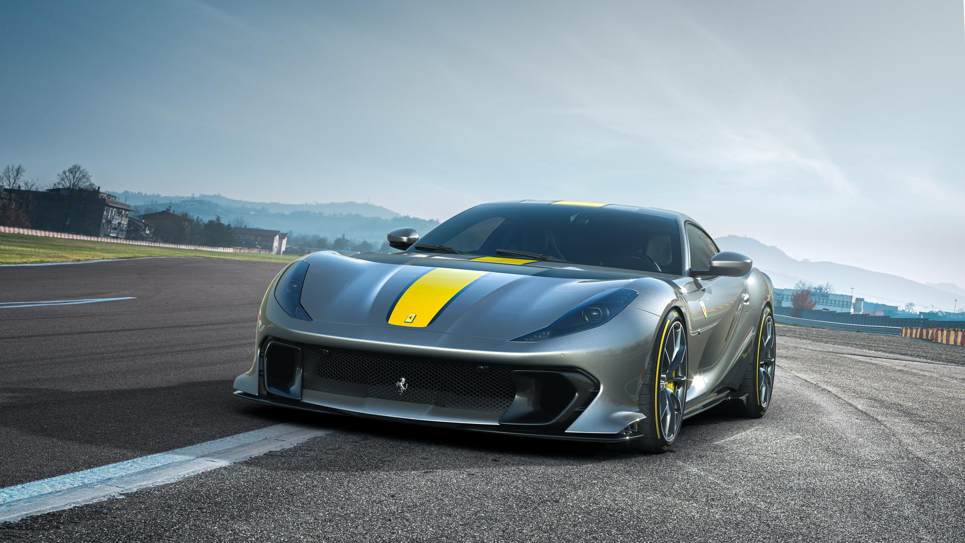 Најавен најмоќниот V12 суперавтомобил на Ferrari / ФОТО