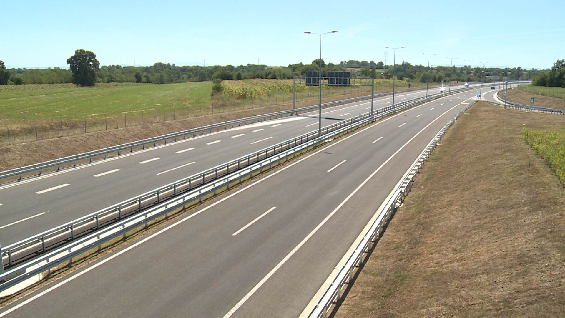Дали укинување на лентата за застанување е решение за помал метеж на автопатиштата? / ВИДЕО