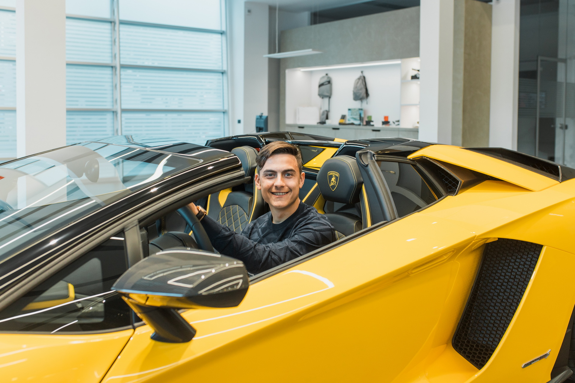 Напаѓачот на Јувентус се почести со Lamborghini / ФОТО+ВИДЕО