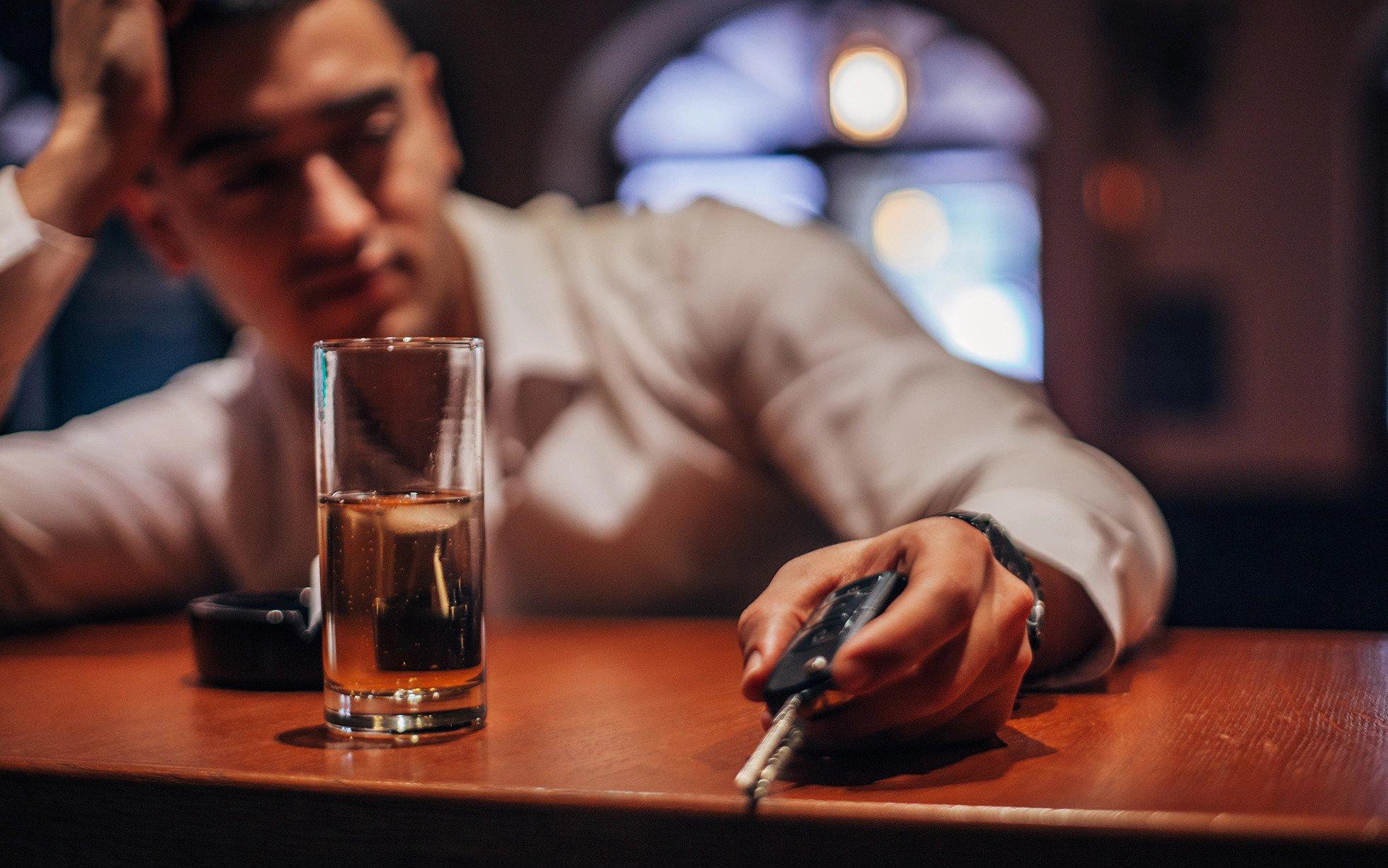 Алкохол во телото: Колку долго треба да чекате пред да возите автомобил?