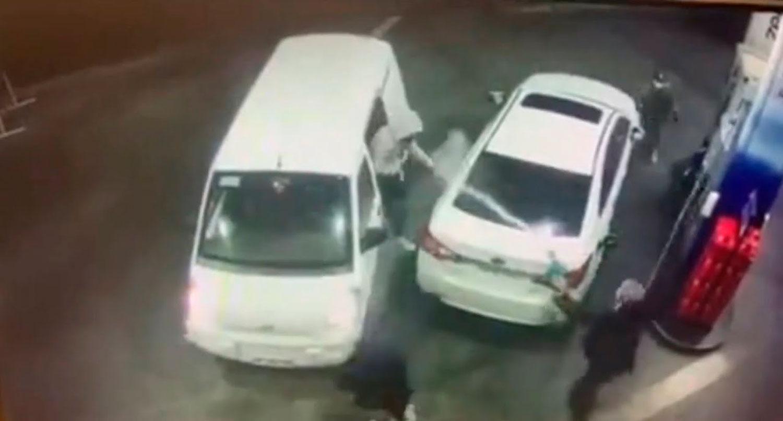 Видео од Чиле: експресна реакција на возач за да спречи разбојници на бензинска пумпа
