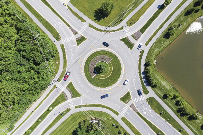 Се е објаснето: Како да возите по кружен тек со повеќе ленти!? / ВИДЕО