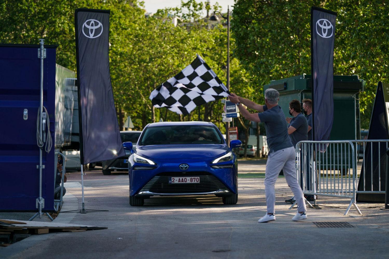 Toyota Mirai совлада рекордна дистанца во сегментот на автомобили со горивни ќелии / ВИДЕО
