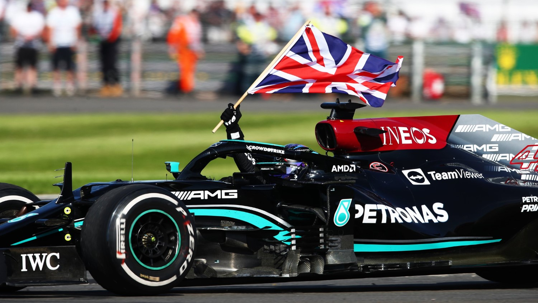 Formula 1: И покрај казната за инцидентот со Верстапен, Хамилтон на тронот по трката за ГН на Велика Британија / ФОТО+ВИДЕО