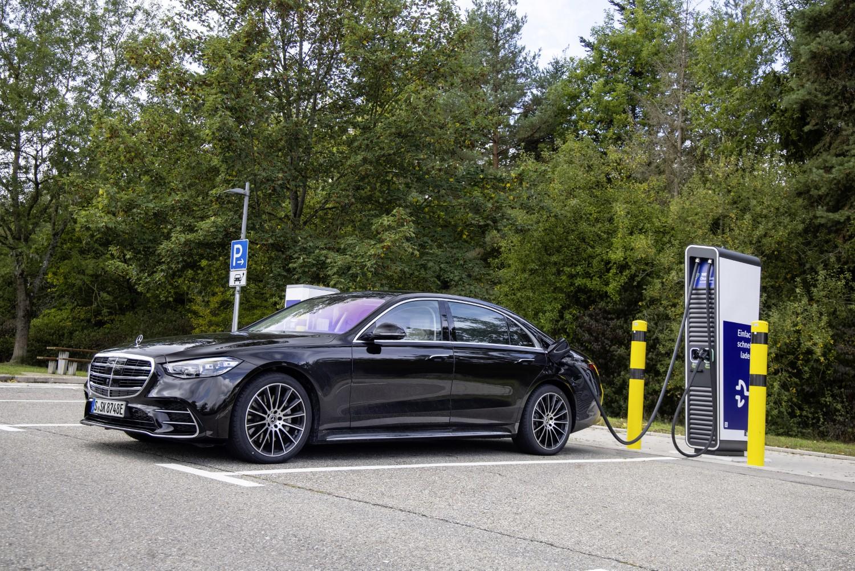Mercedes S-Class тивко доби нова хибридна верзија / ФОТО