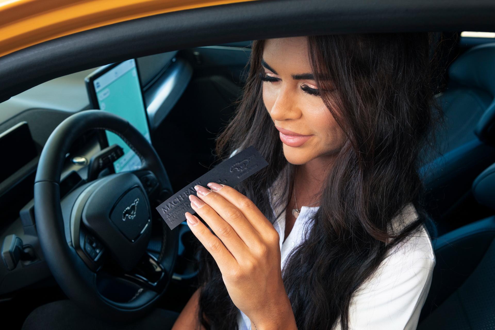 Ford Mach-Eau – нов парфем со мирис на бензин кој е тука за да ја олесни транзицијата кон EV