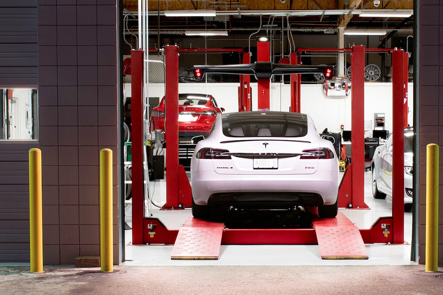 Одржувањето на електричните автомобили е поскапо отколку сервисирање бензинци и дизели?!