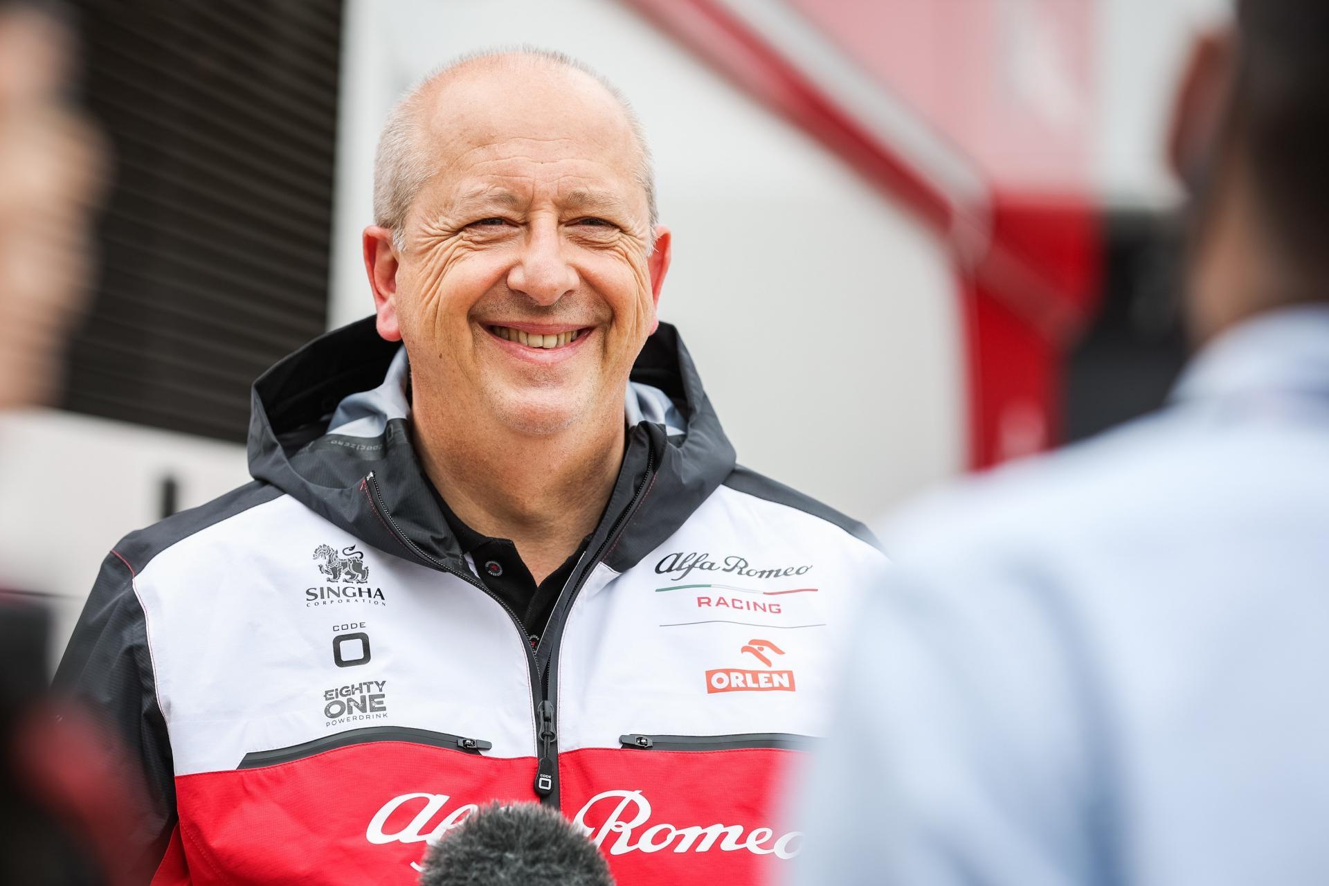 """Жан-Филип Импарато без влакно на јазикот: """"Продавам Alfa Romeo, а не автомобил завиткан околу iPad"""""""