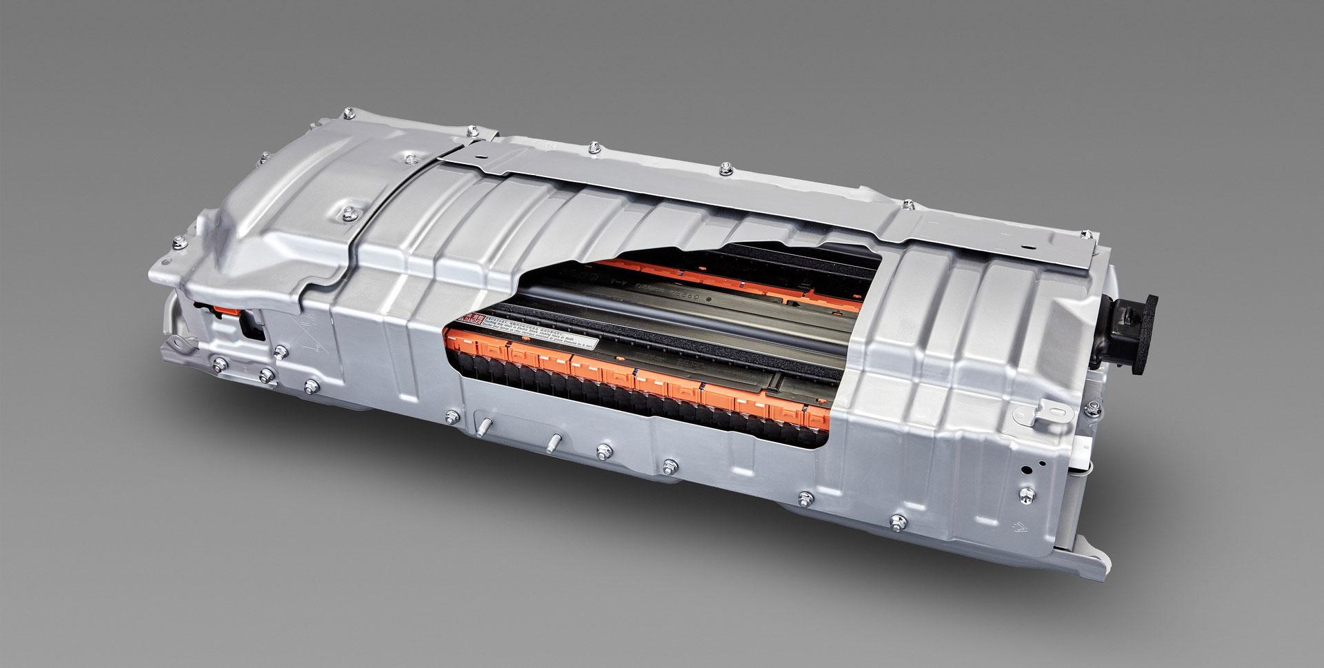 Toyota конечно се вклучува со полн капацитет во електричната транзиција!