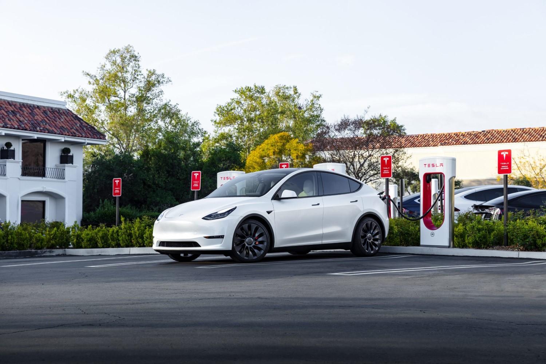 Норвешка се збогува со бензинците и дизелите: Следната година ќе се купуваат само нови електрични автомобили?!