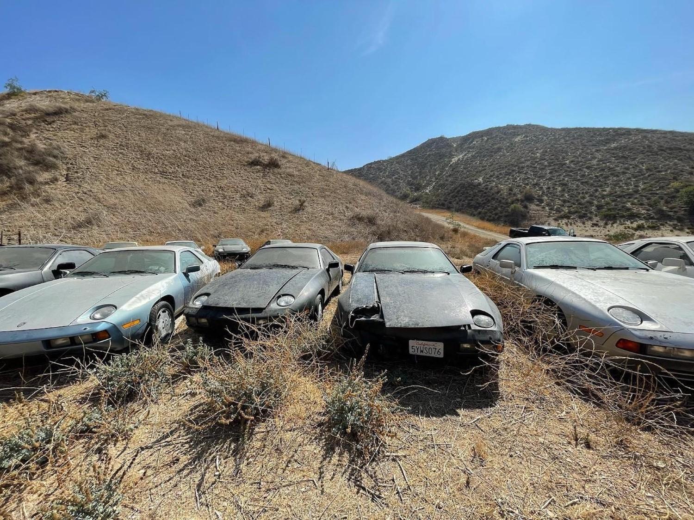 Пронајдено заборавено богатство: Откриено поле полно со напуштени Porsche 928! / ФОТО